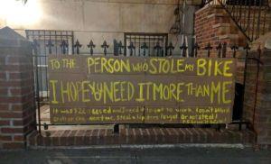 Le roban la bicicleta y escribe una nota al ladrón que revoluciona internet y al mundo