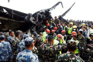 Fotos: Se incendia avión al aterrizar en Katmandú, deja al menos 49 muertos