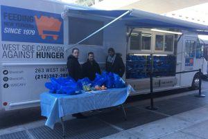 Organización reparte alimentos gratis en Alto Manhattan y El Bronx