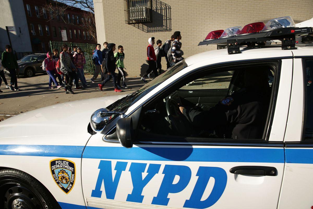 Agente de NYPD detenido por desnudarse ante sus colegas mujeres