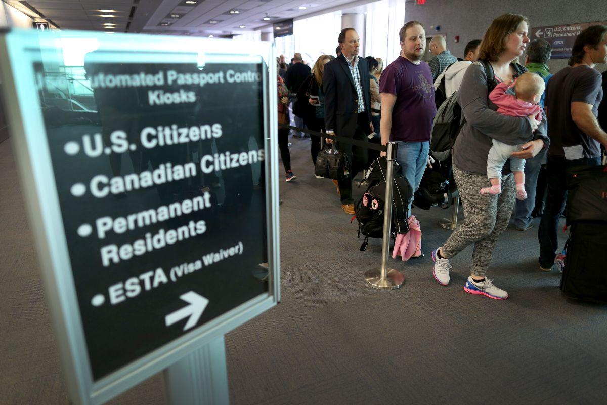 ¿Qué documentos debe portar un extranjero en EEUU?