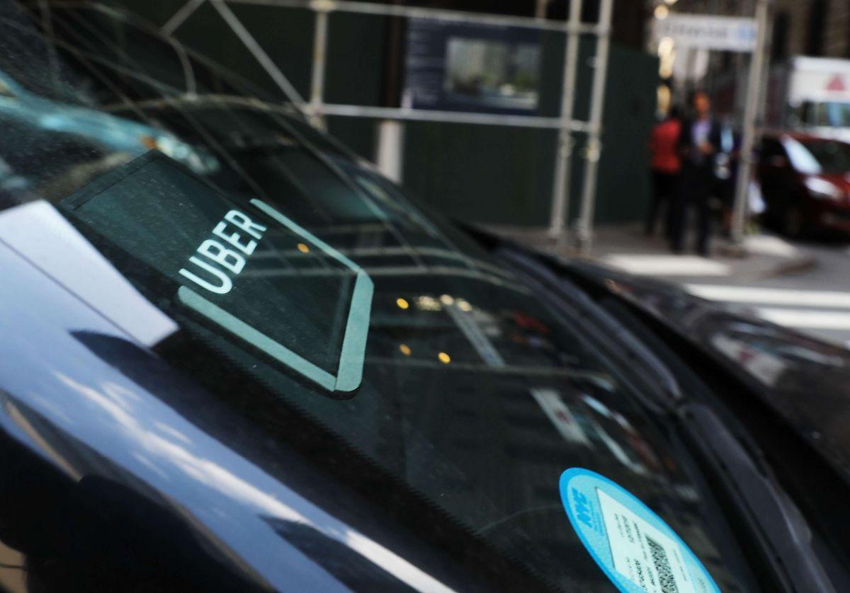 Conductor de Uber recibe un boleto de lotería como propina y gana $140,000