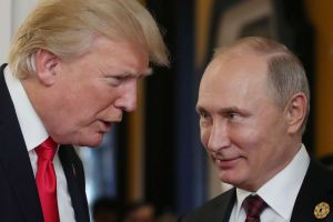 Expulsión de 60 diplomáticos rusos pone a prueba acercamiento de Trump con Putin