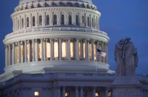 Republicanos y demócratas pactan presupuesto con partida para el muro fronterizo pero sin DACA