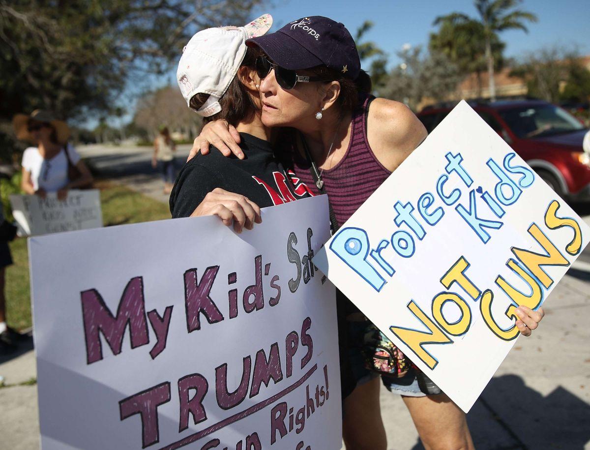 Fondos donados otorgan $400 mil a cada familia de fallecido en tiroteo en Secundaria de Florida