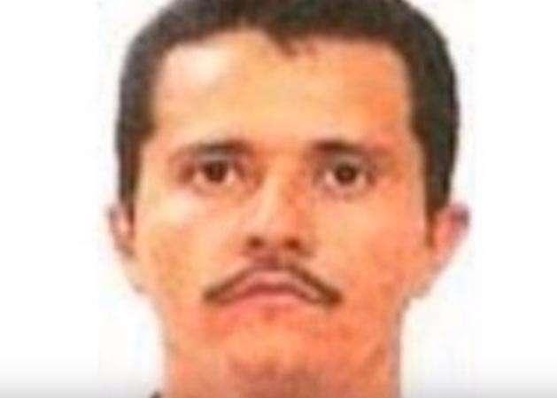 """Abandonan dos cabezas y narcomanta con insulto a """"El Mencho"""" del CJNG"""