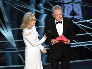 ¿Acertarán esta vez? Warren Beatty y Faye Dunaway volverán a anunciar la Mejor Película en los Óscar