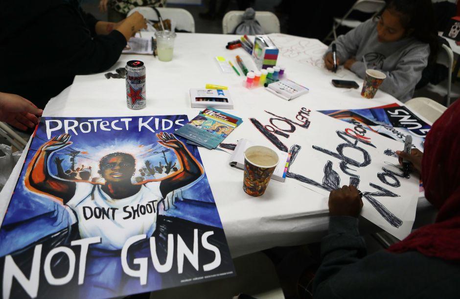 """NYC también """"Marcha por Nuestras Vidas"""" y contra las armas; varias calles cerradas"""