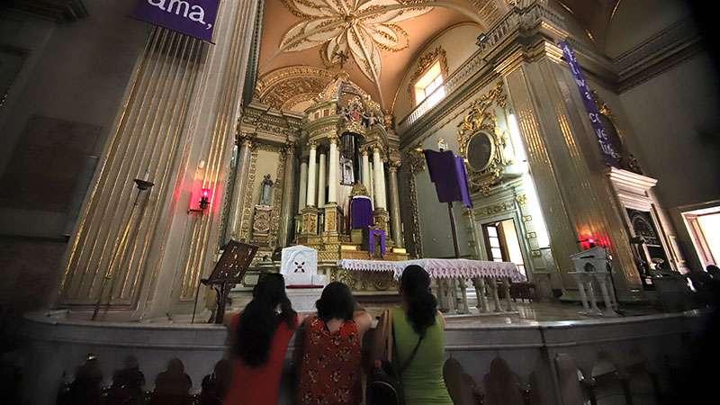 """Católicos mexicanos hacen gran procesión como parte de la """"Visita de las siete casas"""""""