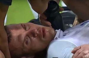 El eslovaco Martin Skrtl casi se ahoga con su lengua tras un balonazo