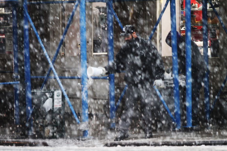 Lanzan alerta de tormenta de nieve en Nueva York