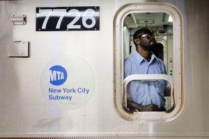 Conductor de Subway fue golpeado en la cara a través de ventana en tren F