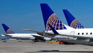 Expulsan varias personas de vuelo de United Airlines por quejarse de pasajero con tos ante temor por coronavirus