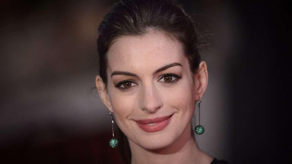 Anne Hathaway reveló que está ganando peso para la interpretación de un personaje en el cine, anticipándose a quienes quieran estigmatizarla.