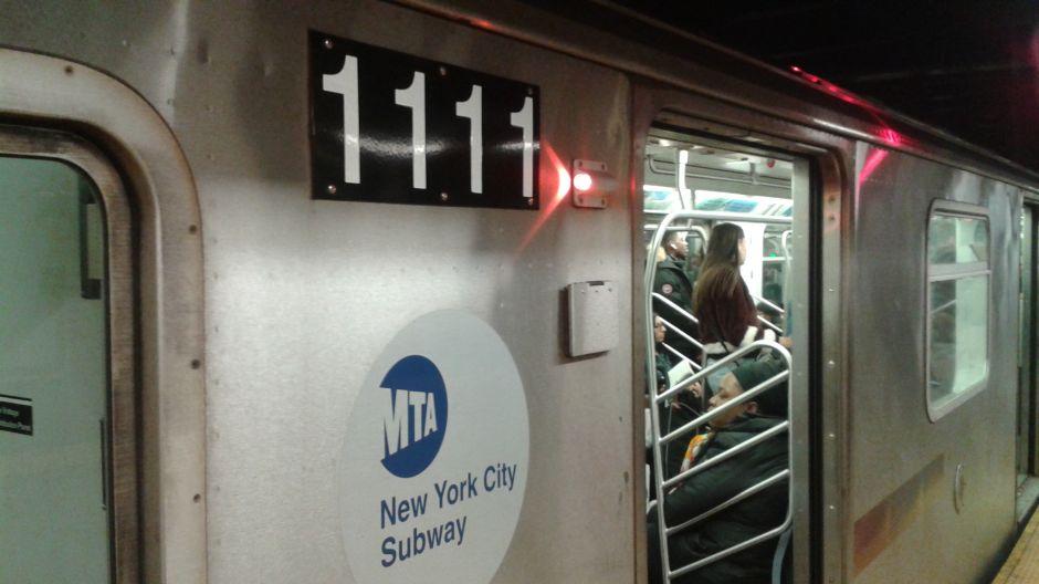 Largos retrasos por muerte de pasajeros del Metro en Queens y El Bronx