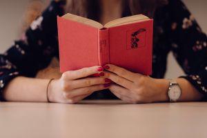 Día Internacional del Libro: Leer mucho te hará vivir más años