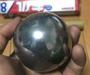 La bola de aluminio en el microondas, el reto viral que no debes intentar