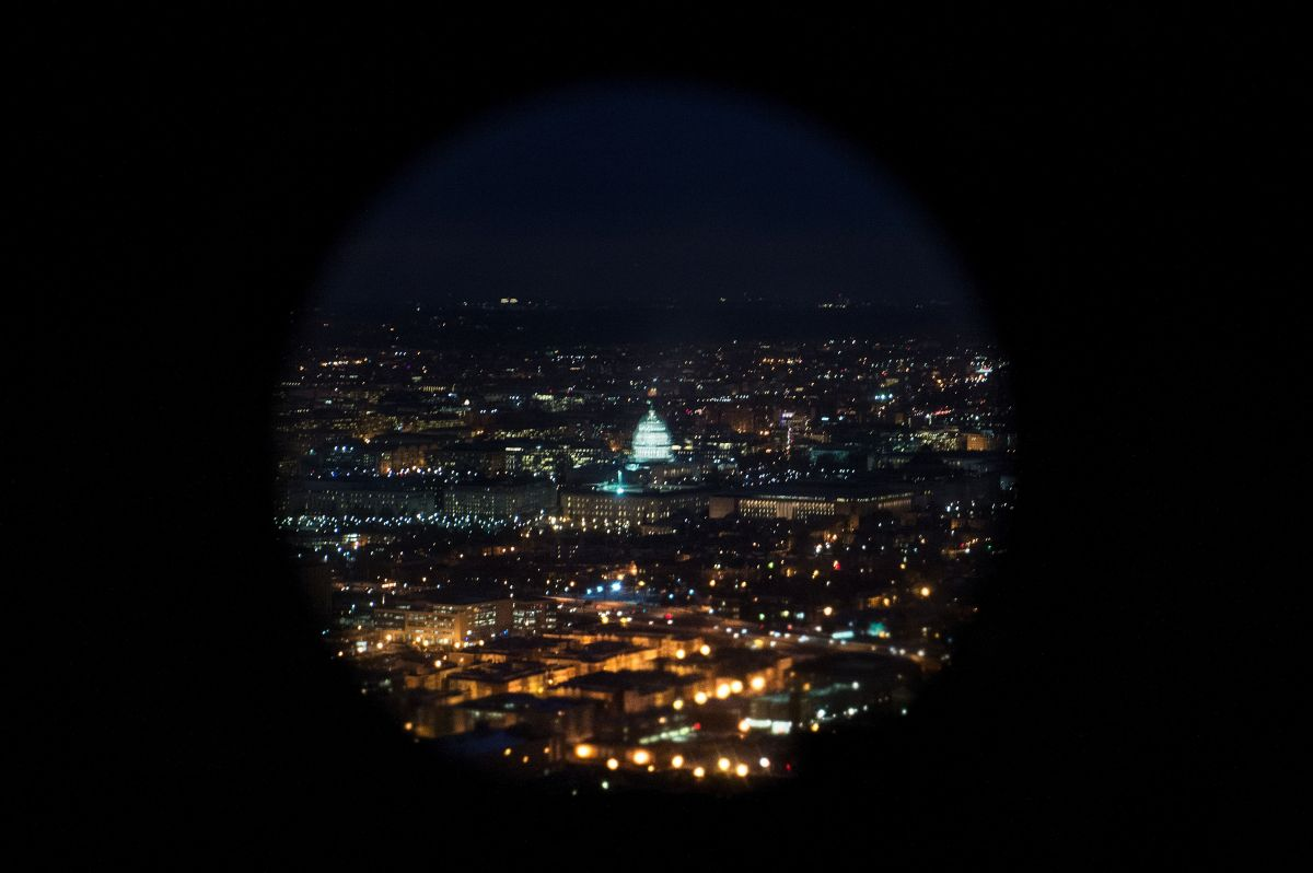 DHS en alerta tras hallar equipo de espionaje de celulares en Washington