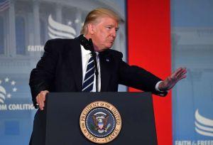 Crece apoyo de evangélicos blancos a Trump pese a controversias