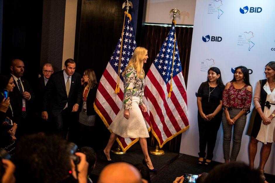 """Ivanka Trump causa sensación en Perú y ajustes """"de altura"""""""
