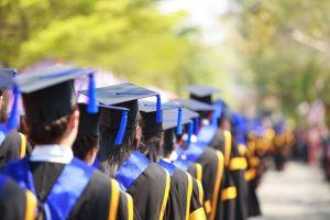 Más de 11,000 latinos recibieron diplomas de posgrado en 2016, dice informe