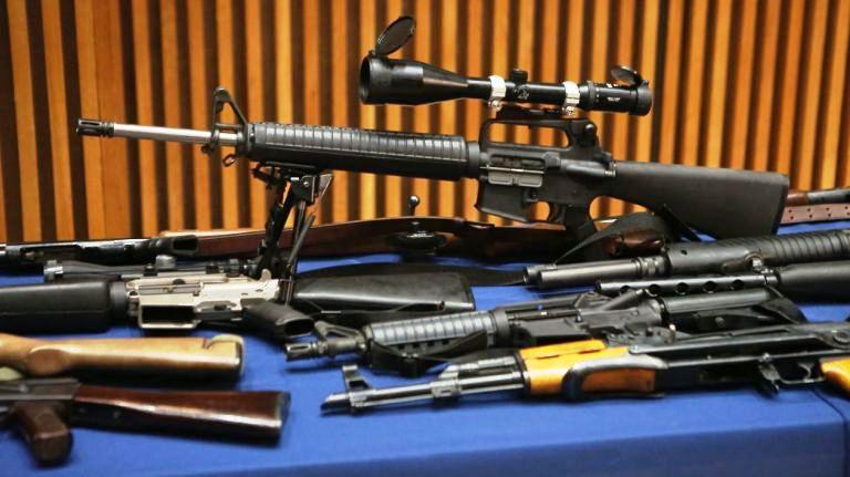 Decomisan 71 armas en apartamento de una anciana en Queens