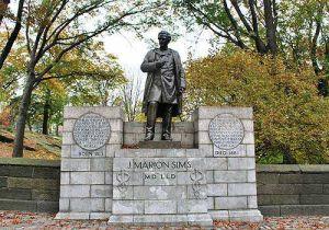 Luego de 84 años, retiran de Central Park estatua de ginecólogo esclavista