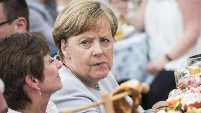 Trump y Merkel intentan presentar buena cara pese a diferencias políticas