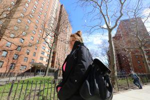 Inquilinos de NYCHA temen quedar 'homeless' por alza en la renta