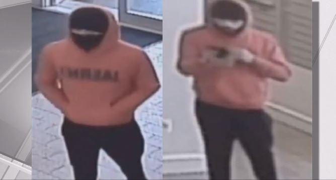Video: Con llave de estrangulamiento roban a discapacitado en El Bronx