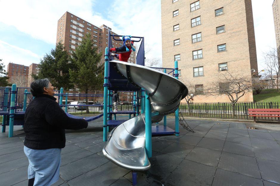 Denuncian que 5,000 niños en NYC se quedarían sin hogar con plan de Trump