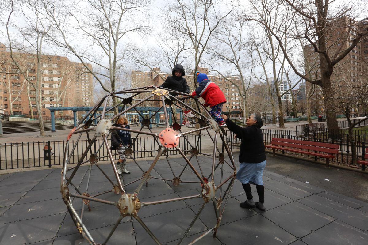 Hay escasez de parques infantiles en Nueva York y muchos están abandonados, según el Contralor Stringer