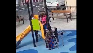 """La madre que no pudo defender a su hijo de """"bullies"""" racistas en parque de España"""