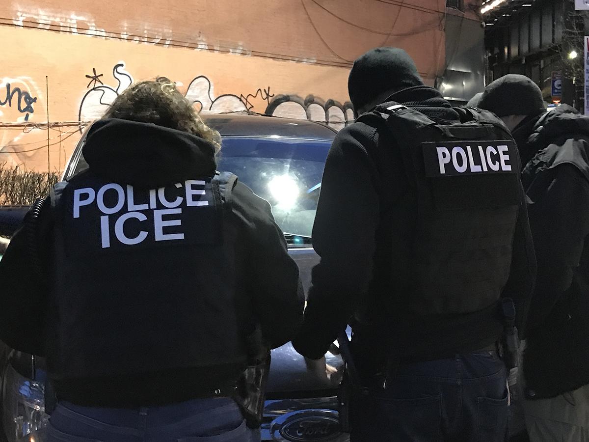 ICE detiene a 225 inmigrantes en redada en Nueva York
