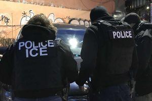 Por manejar lento termina en manos de ICE junto a 15 indocumentados que llevaba en su auto