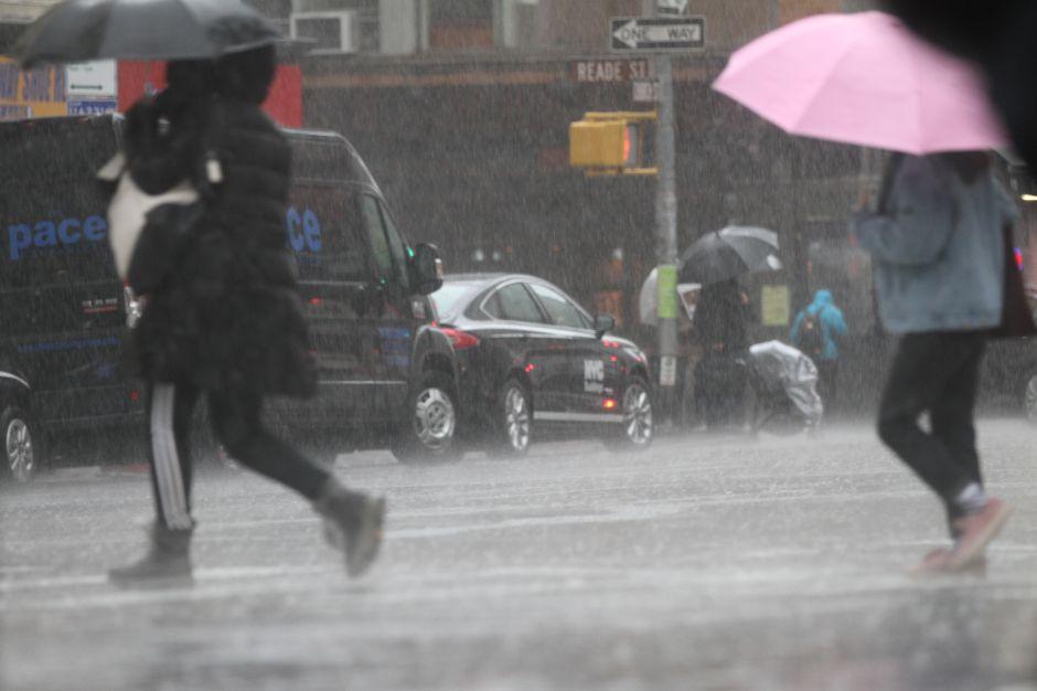 Retrasos en trenes, vuelos cancelados e inundaciones por tormenta en Nueva York