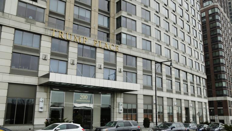 Vecinos quitan nombre ′Trump′ de edificio en el Upper West Side