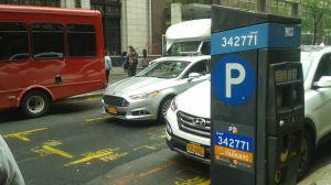 """Cambian de nuevo reglas de estacionamiento: barrer calles dos veces por semana """"no es necesario"""", según el alcalde de Nueva York"""