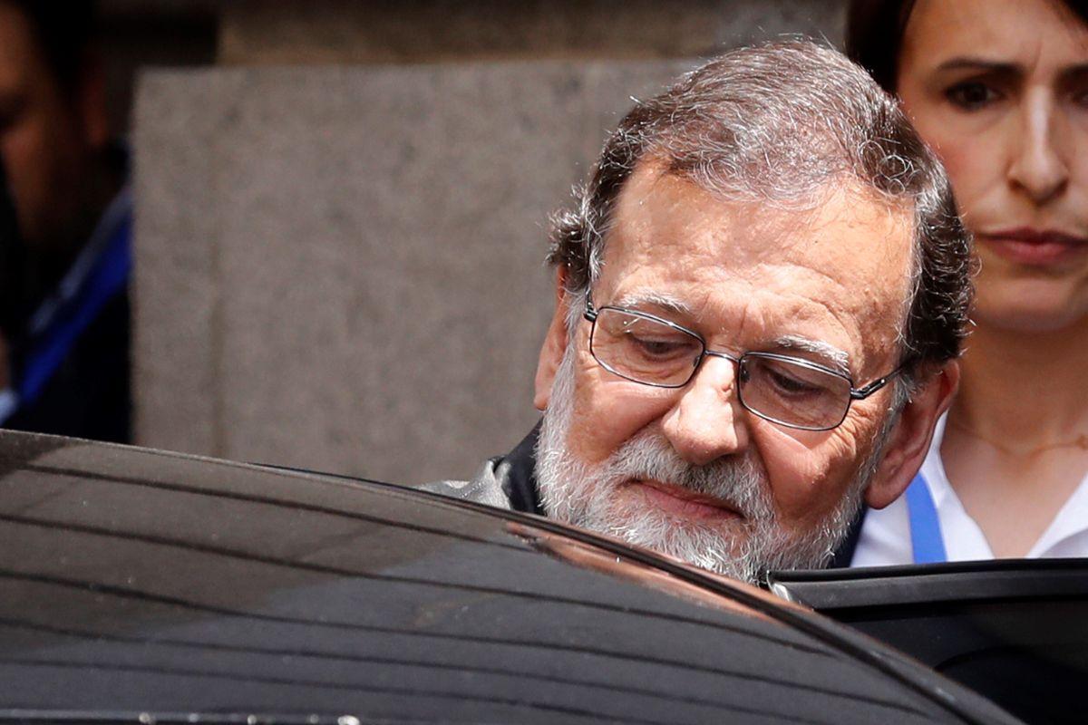 """España """"en crisis"""" por resistencia de Mariano Rajoy a renunciar tras escándalo de corrupción"""