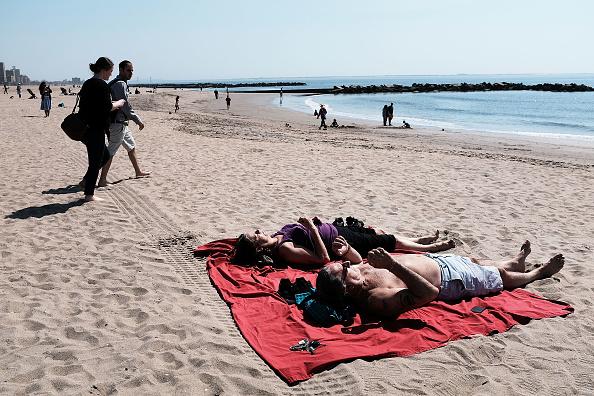 Alcalde inaugura en Coney Island la temporada de playa en NYC