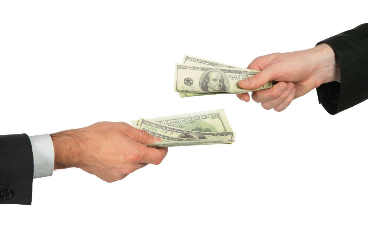 IRS inicia este mes envío de 50,000 cheques de estímulo retenidos erróneamente para pagos de pensión alimenticia