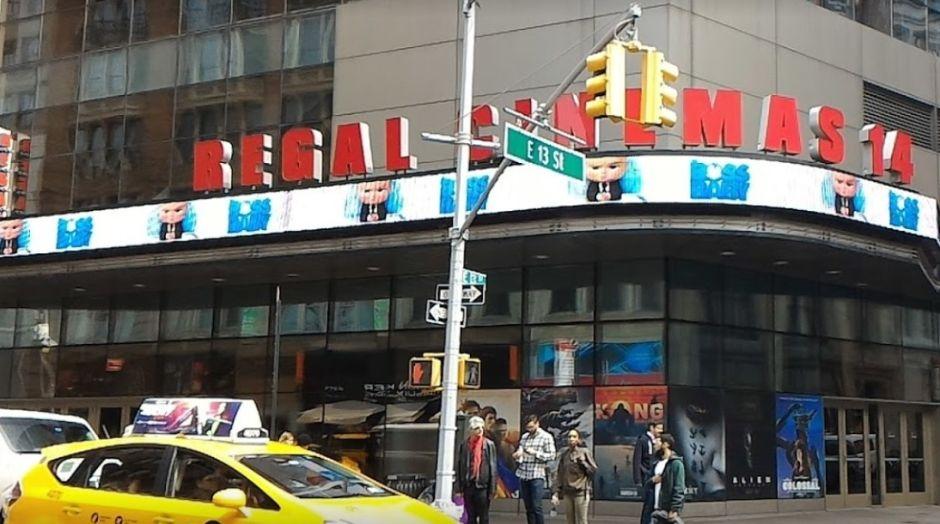 Perturbado genera estampida y heridos al alertar sobre disparos en cine de Manhattan