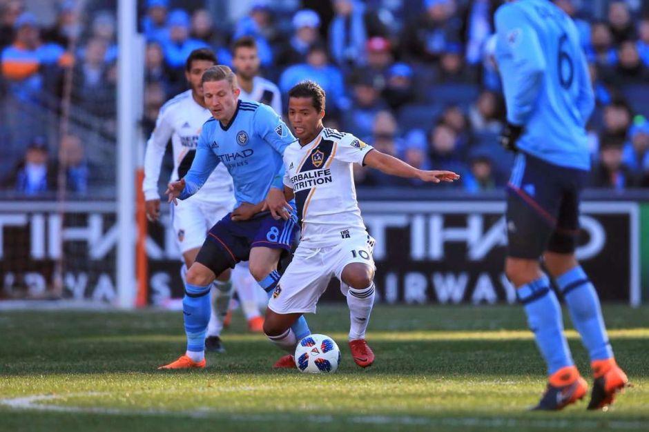 Reporte: LA Galaxy estudia vender a los hermanos Dos Santos