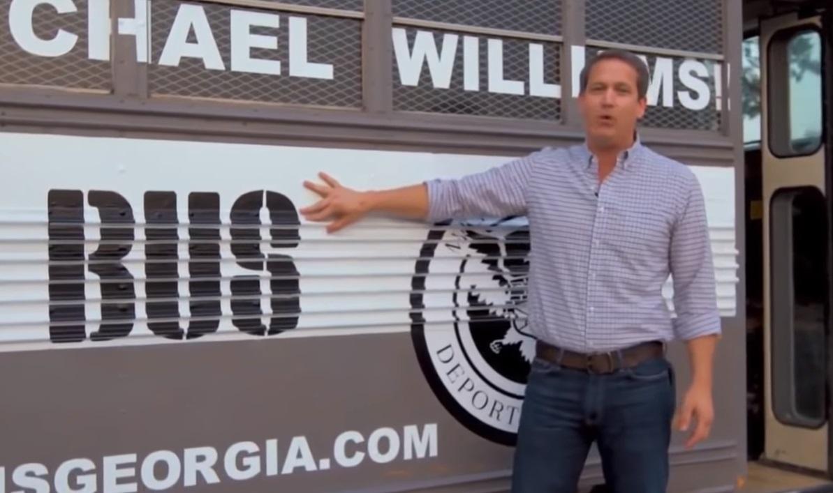 """Senador republicano buscará a inmigrantes en el """"autobús de la deportación"""""""