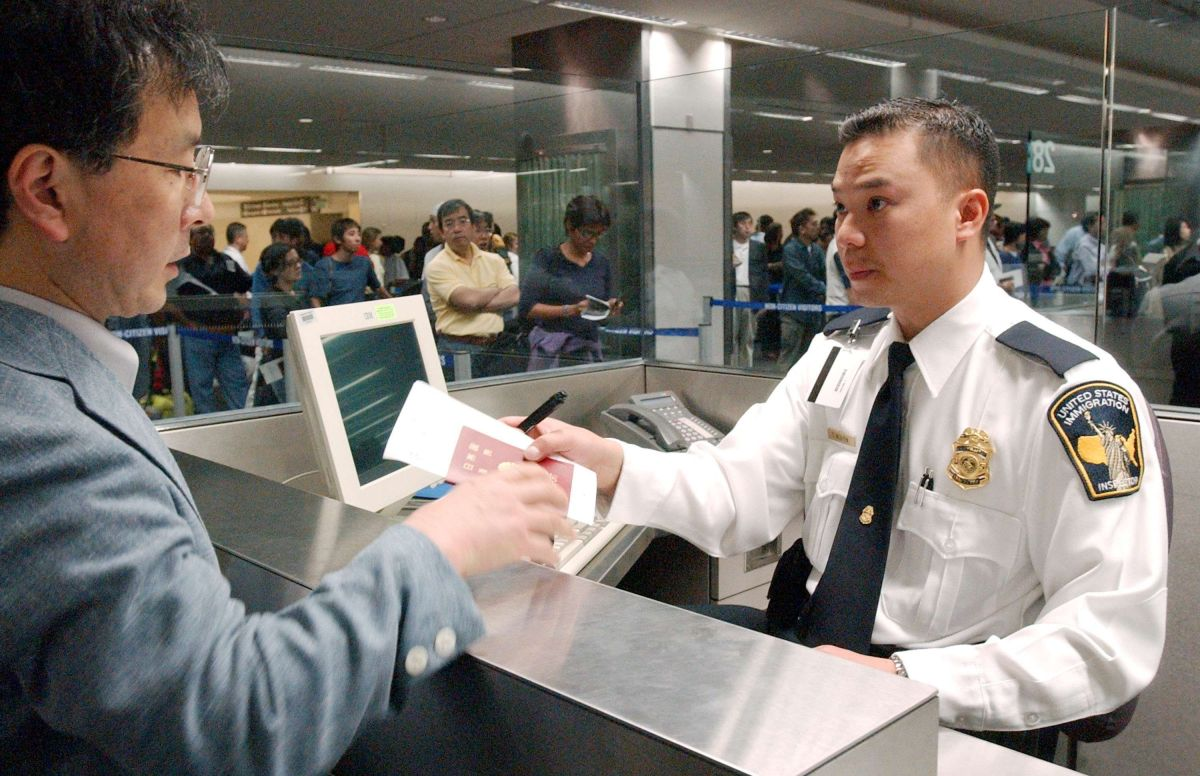Alertan por retiro de visas a turistas al llegar a EEUU