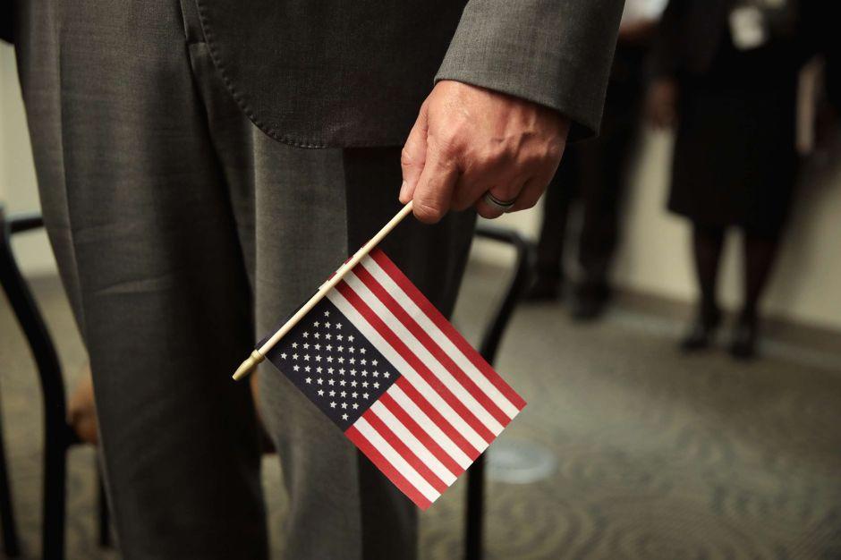 """Alertan sobre consecuencias de castigar a inmigrantes legales por """"carga pública"""""""