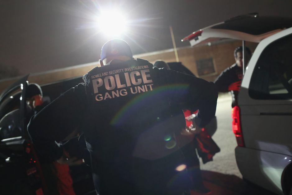 Denuncian que policías locales en NY incriminan a jóvenes con pandillas