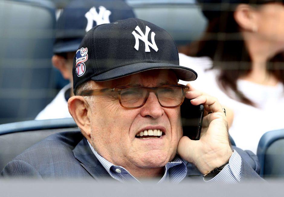El misterioso tuit de Rudy Giuliani que desató diversas teorías… y burlas