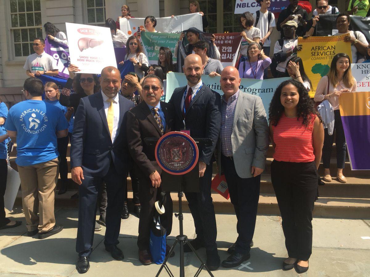 Urgen a latinos de NYC hacerse la prueba de la hepatitis C