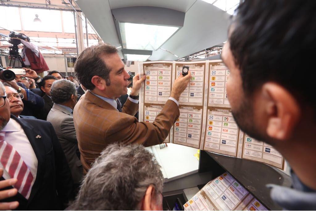INE reconoce fallas para registrar a votantes mexicanos desde el extranjero